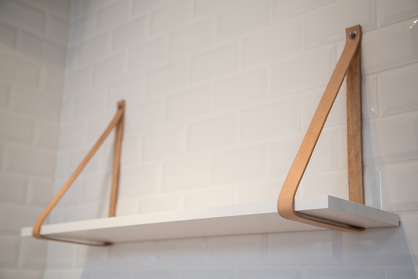 DIY hylde med læderstropper - DIY hanging shelf with leather straps